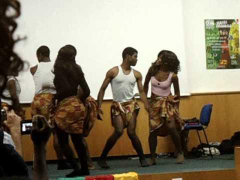L'AECMI présente des Etudiants Camerounais de Milan (Bottle dance)