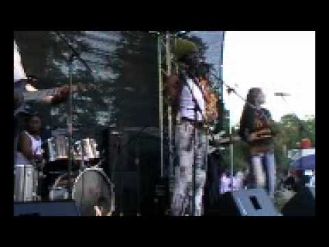 Hif & Afro Soleil – Amio (Ebanda Manfred)