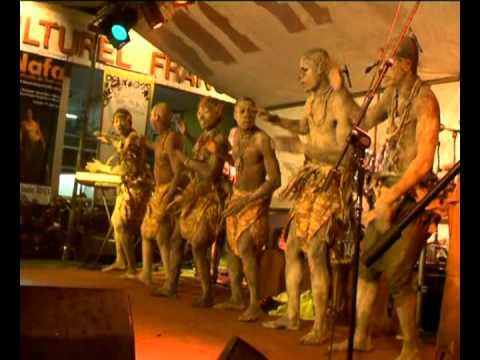 KUNDE –  bassaa en scène live